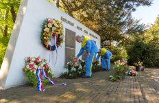 Oorlogsslachtoffers herdacht bij Tata Steel